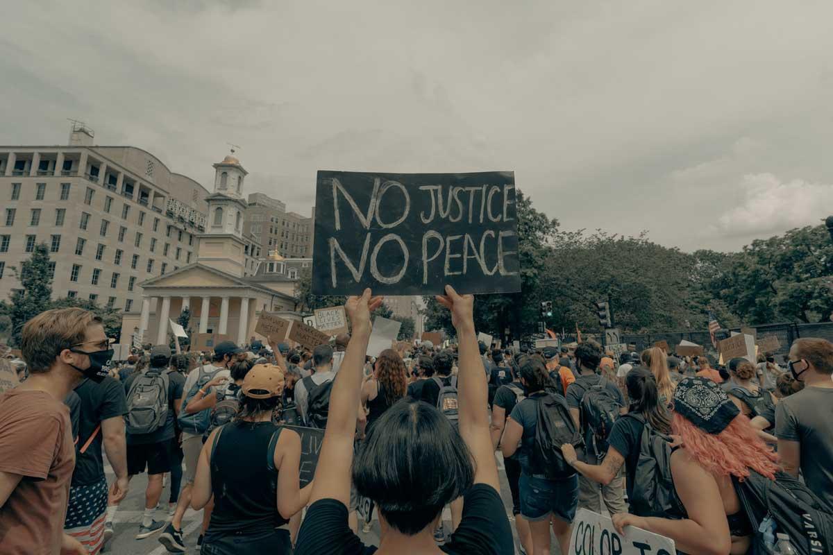 evitar racismo y la discriminación