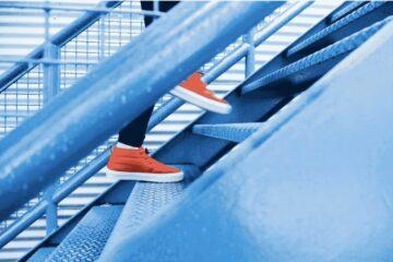Las 4 etapas de la sostenibilidad empresarial en la industria de la moda